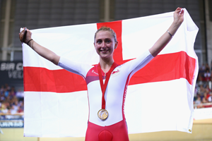 Laura Trott celebrates her commonwealth victory (Getty Images)